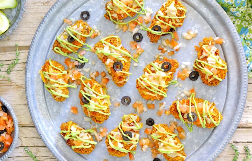 Alitas de pollo Nutrave rebozadas con chips de tortilla y salsa de aguacate