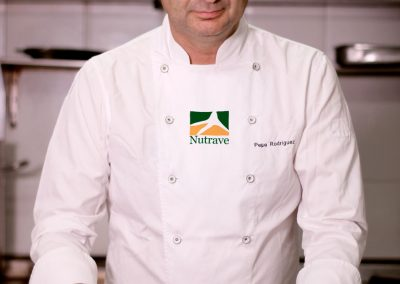 Pepe Rodríguez preparing the stuffing for the Nutrave Imperial chicken