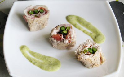 Chicken rolls filled with asparagus and Serrano ham