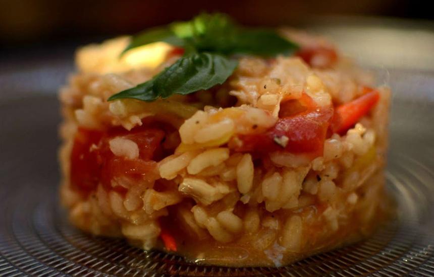 Risotto de pollo Nutrave, tomate y albahaca